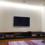 リビング:壁掛けTVの様子